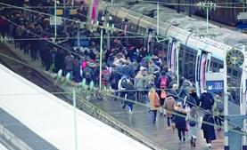 Greve causou o caos nos transportes públicos e fechou escolas em todo o país