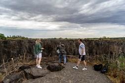 As cataratas 'Victoria Falls' estão quase sem água. Maior seca do século ameaça uma das maiores atrações turísticas africanas