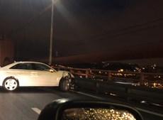 Colisão entre dois carros condiciona circulação na Ponte 25 de Abril no sentido Almada-Lisboa