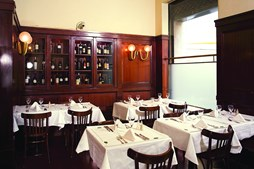 La Brasserie de L'Entrecôte tem inspiração francesa