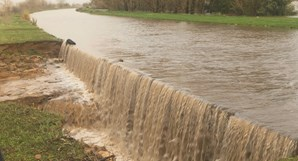 Rotura de dique no Rio Mondego