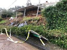 Deslizamento de terra e estrada submersa na aldeia de Marachão, Soure