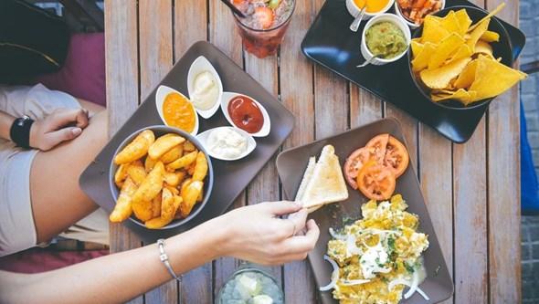 Oito alimentos a evitar (se quer perder peso)