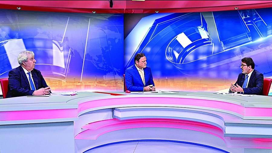 Menezes Leitão (esq.) debateu com Guilherme Figueiredo (dir.) na CMTV, com moderação de José Carlos Castro