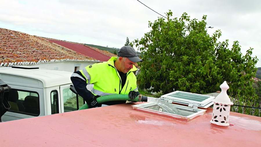 Populações de zonas isoladas do concelho de Castro Marim estão a ser abastecidas por camiões-cisterna
