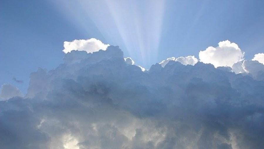 Previsão de céu nublado