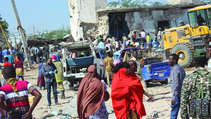 Entre as vítimas do atentado estão dezenas de estudantes que se dirigiam para a universidade