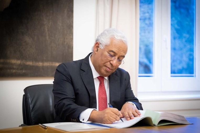 António Costa assina Orçamento de Estado para 2020