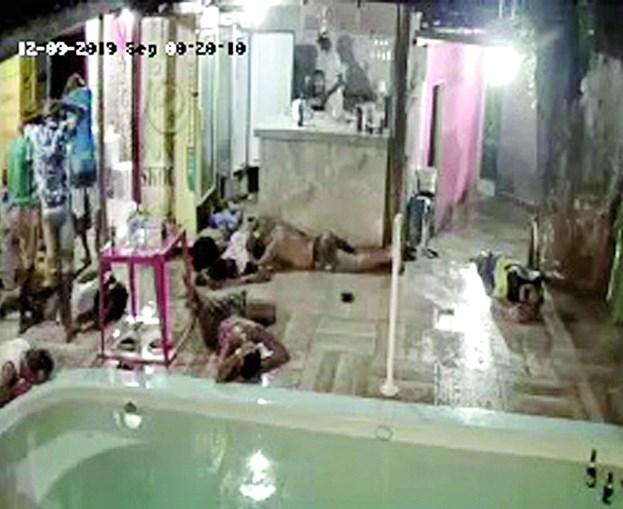 Assalto a bordel por três homens armados ficou filmado