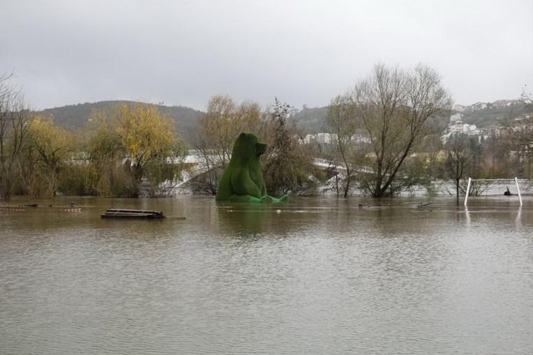 O parque verde do Mondego coberto de água devido à subida da água do rio Mondego, provocada pela chuva e mau tempo, em Coimbra