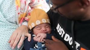 """""""O pai sempre disse que ia ser o bebé do ano"""": Uryyah é o primeiro bebé de 2020"""
