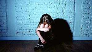 Predador sexual abusa da filha menor de amigo em Setúbal