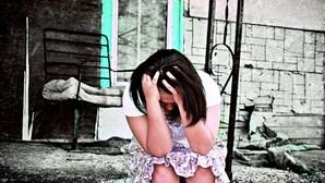 Obcecado pela ex viola filha menor