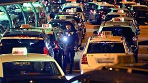 Taxistas apelam à possibilidade de manter a suspensão de atividade devido ao novo confinamento