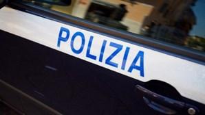 Autoridades italianas resgatam 47 migrantes e procuram desaparecidos em naufrágio