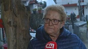 """""""Socorro, ela mata-me já aqui"""": Mulher grita enquanto é espancada por vizinha com martelo"""