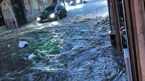 Chuva intensa inunda ruas no centro de Lisboa. Veja as imagens