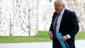 """Boris Johnson quer tornar Reino Unido """"parceiro favorito"""" dos países africanos"""