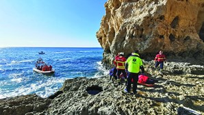 Turista parte pernas após queda em falésia no Algarve