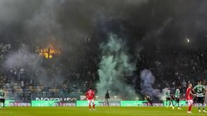 Conselho de Disciplina abre processo ao Sporting pelo arremesso de tochas no dérbi contra o Benfica