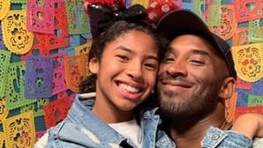 Estrela da NBA Kobe Bryant e a filha de 13 anos morrem em desastre de helicóptero