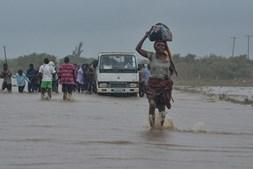 Mau tempo faz estragos em Moçambique
