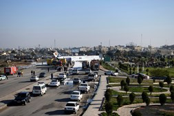 Avião de passageiros perde controlo e aterra fora da pista junto a aeroporto no Irão