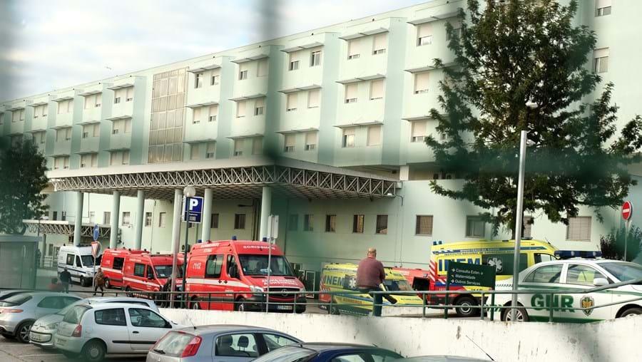 Mais 15 ambulâncias em simultâneo causam caos nas urgências do hospital de Setúbal