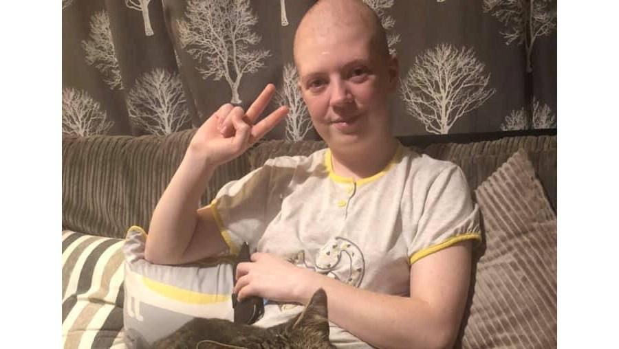 Mulher com cancro terminal: 'Disseram-me que era 'muito nova' para ter a doença'
