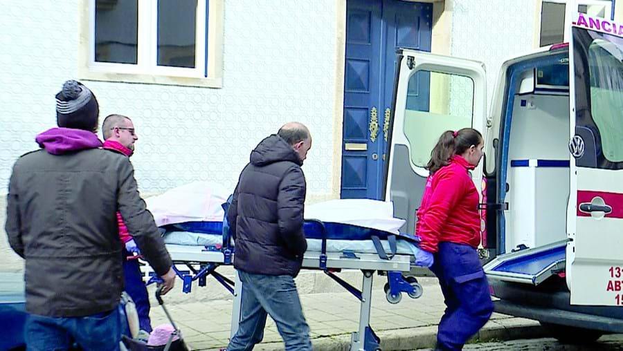 Fetos foram levados pelos Bombeiros dos Carvalhos para o Instituto de Medicina Legal da Feira