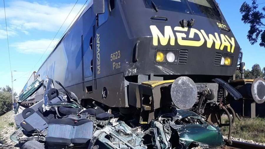 Comboio abalroa carro e mata condutor em Salvaterra de Magos