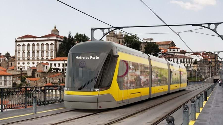 Vista geral do metro do Porto na Ponte Luiz I.