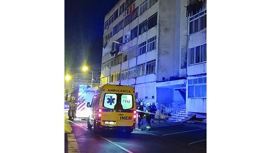 Vítimas de explosão em Olhão assistidas pelo INEM