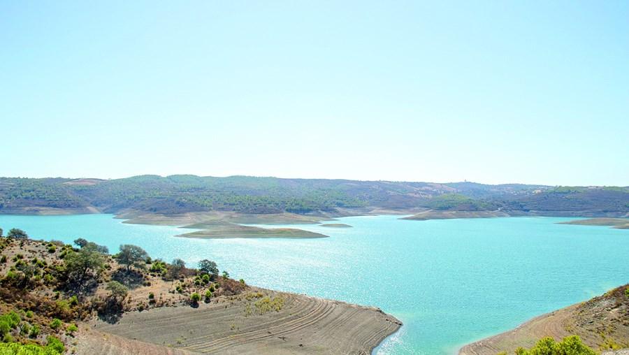 Nova barragem terá uma capacidade de armazenamento semelhante à do conjunto das barragens de Odeleite e Beliche