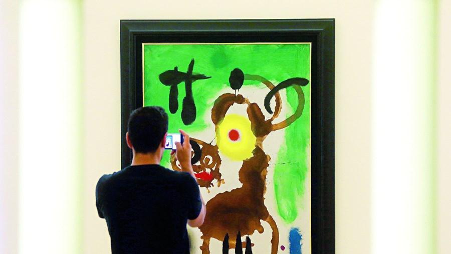 Arguido apoderou-se de quantia referente a um dos mediadores da venda dos quadros da coleção de Miró do BPN