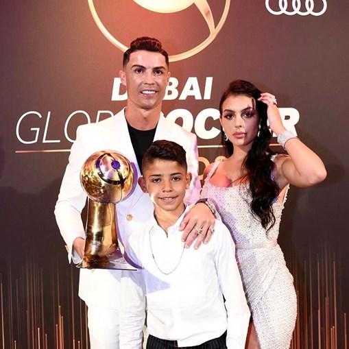 Cristiano Ronaldo com a namorada, Georgina Rodríguez, e o filho Cristianinho