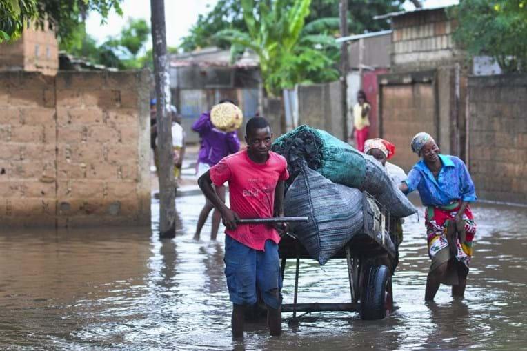 Chuvas fortes em Maputo mostram o 'dilema de todos os anos' para quem vive na periferia
