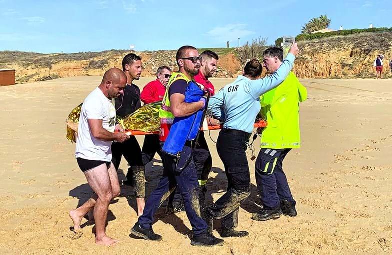Vítima mais grave foi reanimada na praia