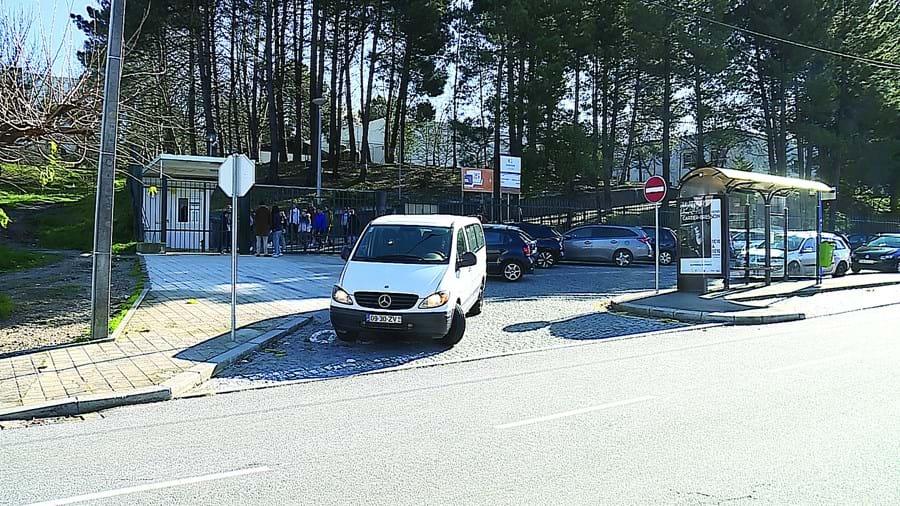Agressão violenta aconteceu esta segunda-feira de manhã na Escola B2,3 de Santa Bárbara, na freguesia de Fânzeres