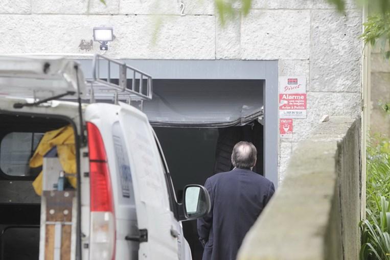 Garagem onde foi encontrado o banqueiro