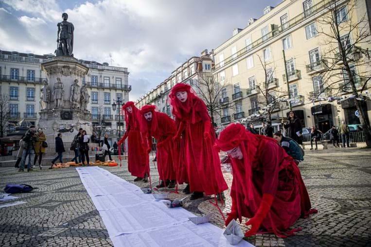 Lisboa relembra mortes de migrantes no Mediterrâneo com ação de rua