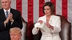 Nancy Pelosi rasga discurso de Donald Trump após Estado da União