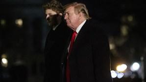 Donald Trump dá os parabéns ao vencedor do Super Bowl... mas engana-se