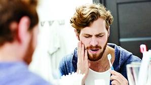 Homem arranca os próprios dentes por não ter dinheiro para ir ao dentista