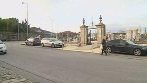 Rituais satânicos levam junta de freguesia a vigiar cemitério em Famalicão