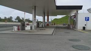 Ladrões armados assaltam bomba de gasolina em Almada