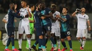 """Liga de clubes defende punição para racismo: """"Estes atos envergonham o futebol e a dignidade humana"""""""