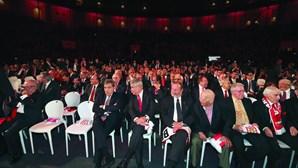 Benfica paga a figurantes para encher plateia na Gala Cosme Damião