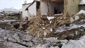 Pelo menos nove mortos em sismo de 5.7 na fronteira entre a Turquia e o Irão