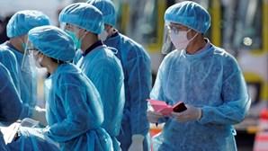 Número de casos diários de coronavírus no resto do mundo ultrapassa os da China
